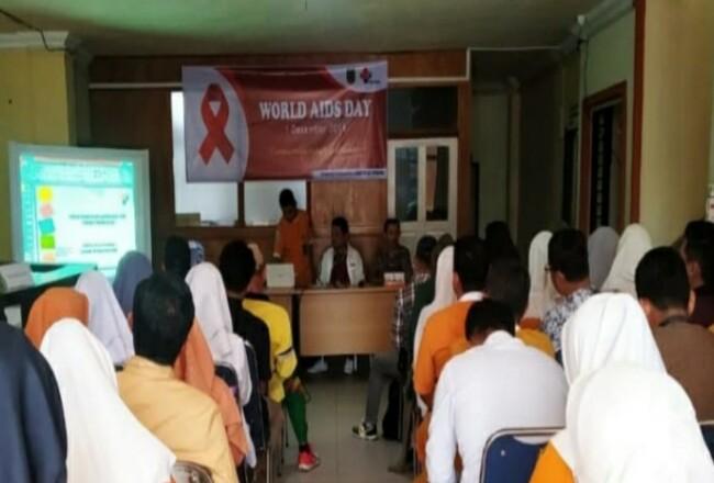 Penyuluhan kesehatan dan pembagian souviner dilaksanakan di lingkungan RSUD Puri Husada Tembilahan.