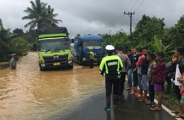 Banjir sebabkan jalan putus di Pangkalan. FOTO: Riaumandiri