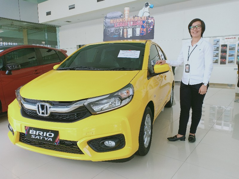 Honda Brio Satya di showroom HSH Pekanbaru