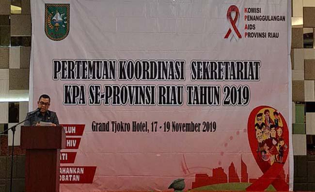 Wagubri Edy Natar Nasution, saat hadiri Pertemuan Koordinasi dengan Komisi Penanggulangan Aids (KPA) Senin (18/11/2019) siang di hotel Grand Tjokro Pekanbaru.