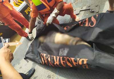 Penemuan mayat tanpa identitas di Sungai Siak.