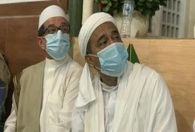 Pengacara Imam Besar FPI Rizieq Shihab memastikan Rizieq akan diperiksa Polda Metro Jaya sebagai tersangka kasus kerumunan massa Petamburan pada hari ini. Foto: CNNIndonesia