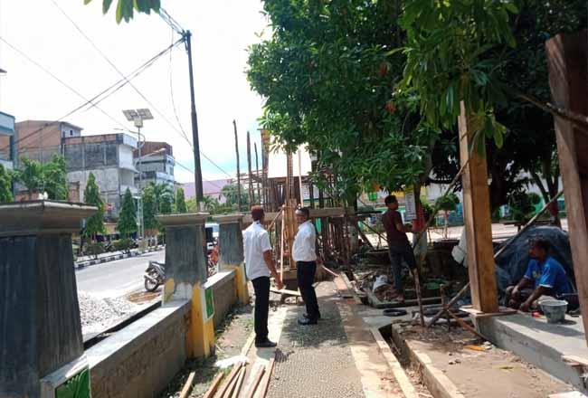 Perbaikan taman di Bagansiapiapi.