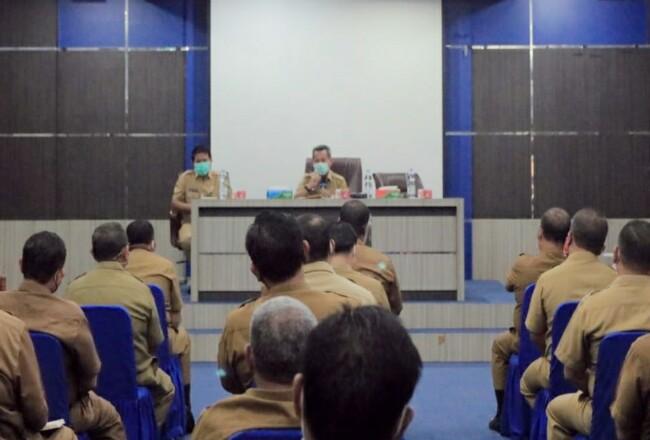 Pjs Bupati Rohul Masrul Kasmy didampingi Sekda Rohul Abdul Haris, rapat dengan pejabat Eselon II dan Kepala OPD.