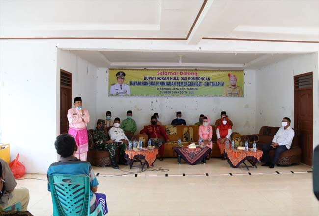 Bupati Sukiman, saat hadiri  kegiatann dengan masyarakat Desa Tapung Jaya, Kabun.