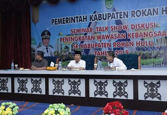 Bupati Sukiman, membuka seminar sehari, talk show dan diskusi tentang wawasan kebangsaan dan Empat Pilar Kebangsaan, di Convention Hall Islamic Centre Rohul.