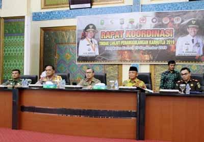 Gubernur Riau H Syamsuar memimpin Rapat Koordinasi Penanggulangan Karhutla di Gedung Daerah Laksamana Mangkudiraja.