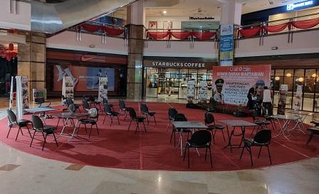 Donor darah PWI Riau di Mal SKA