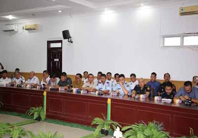 Rapat membahas rencana pemindahan pelabuhan domestik dan internasional dari Pelindo I Cabang Dumai ke Pelabuhan Sri Junjungan milik Pemko Dumai, Selasa (29/1/2019) di Media Center Jalan Putri Tujuh Dumai.