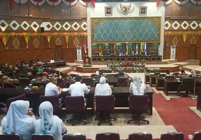 Rapat Paripuran DPRD Riau bahas Ranperda APBD-P Pemprov Riau.