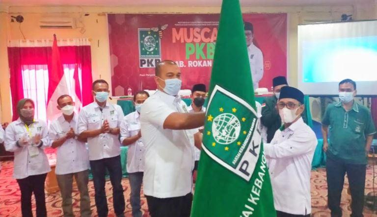 Sekretaris Wilayah DPW PKB Riau Ade Hartanto melantik Hafith Syukri sebagai Ketua DPC PKB periode 2021-2026.