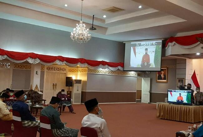 Gubri H Syamsuar saat memberikan sambutan usai pelantikan secara virtual, Jumat (7/8/2020). Foto: Riaupos