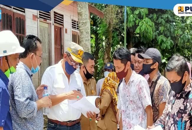 Kepala BPPW Riau Ichwanul Ihsan, saat melaksanakan kunjungan lapangan ke lokasi pelaksanaan Program NSUP KOTAKU TA 2020.
