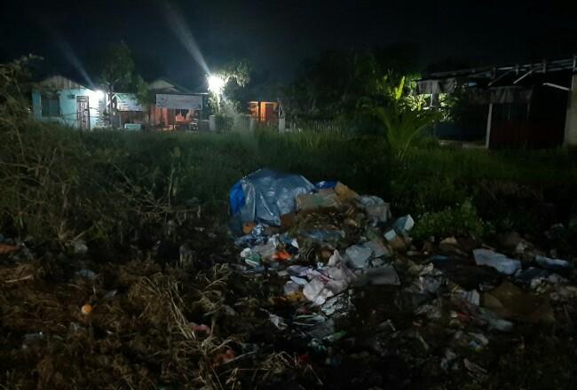 Kondisi tumpukan sampah sementara Pasar Pagi Tembilahan.