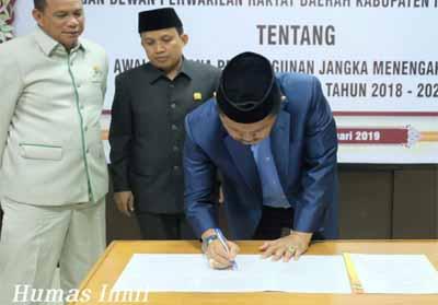 Penandatanganan nota kesepahaman rancangan awal rencana pembangunan jangka menengah daerah (RPJMD)