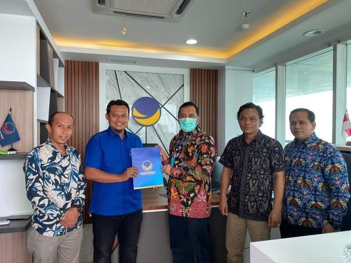 Penyerahan surat rekomendasi diberikan oleh Ketua DPW Partai Nasdem Riau, Willy Aditya di Kantor DPP Jakarta, Kamis (6/8/2020).