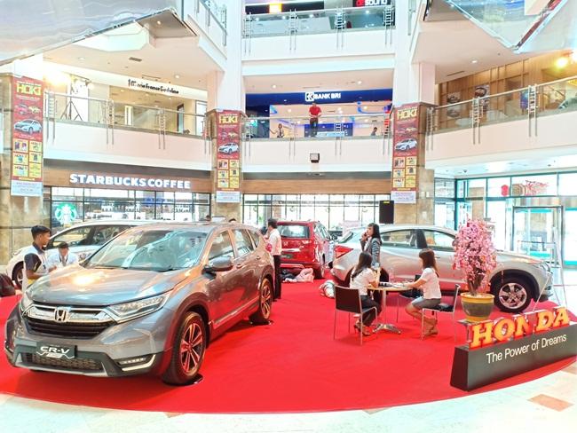 Suasana pameran Honda yang digelar Honda Kertajaya Utama Group di Mal Ska Pekanbaru
