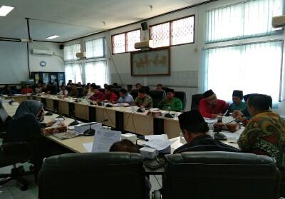 Komisi B DPRD Kuansing gelar hearing dengan Pemda, PT TBS dan karyawan PT TBS.