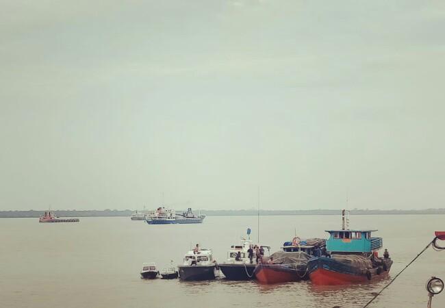 Dua kapal motor yang diamankan Ditpolair Polda Riau.