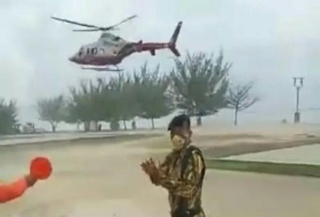 Tangkapan layar kunjungan pimpinan partai Golkar Riau menggunakan helikopter BNPB RI diduga menghadiri acara partai di Bengkalis. Foto: Riaupos