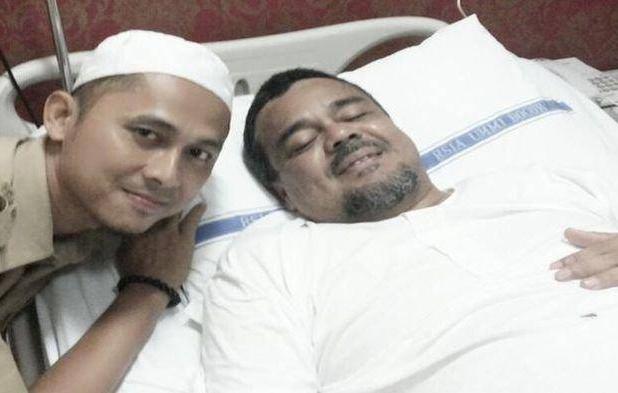 Habib Rizieq dirawat di Rumah Sakit.