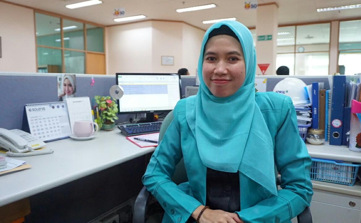 Sri Wahdini Rahmi, perempuan asal Bangkinang, Kabupaten Kampar berhasil dapatkan beasiswa S-2 ke Thailand.