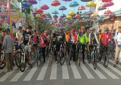 Wabup Rohil lepas peserta sepeda santai.