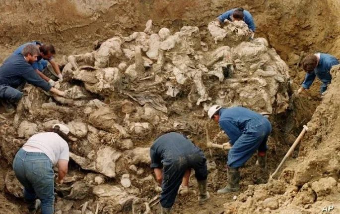 Pembantaian tentara Serbia di Bosnia dan Herzegovina timur pada tahun 1995 menewaskan lebih dari 8.000 anak Muslim