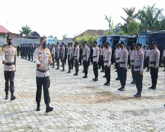 Apel gelar pasukan pengamanan Pilkada Rohul, di halaman Polres Rohul.