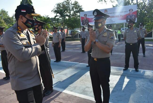 Kapolres Inhu sebagai Inspektur Upacara Korp Raport Kenaikan Pangkat Personel Perwira dan Bintara Polres Indragiri Hulu.