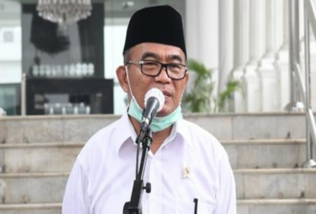 Menko PMK Muhadjir Effendy mengucapkan bela sungkawa atas meninggalnya dokter dan tenaga medis saat bertugas dalam penanganan covid-19. Foto: CNNIndonesia