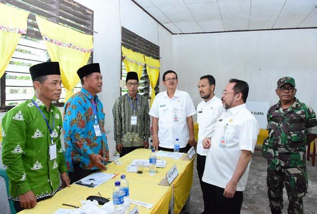 Sekretaris Daerah Bengkalis H Bustami HY  Rabu 30 Oktober 2019 melaksanakan peninjauan pelaksanaan Pemilihan Kepala Desa