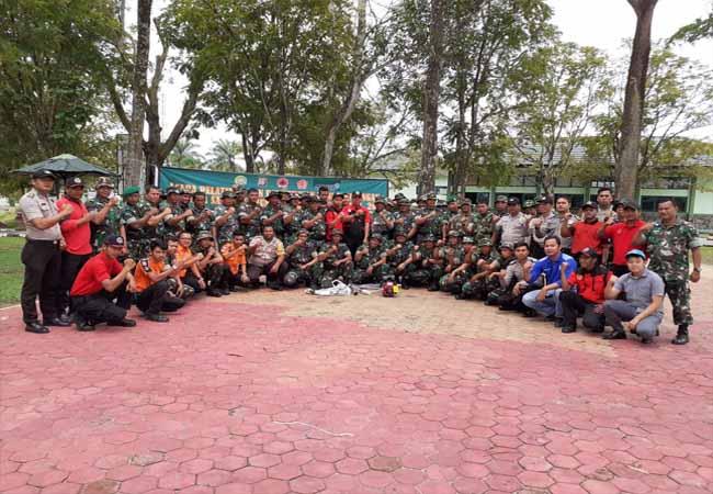 Pelatihan dan pembekalan penanggulangan Karhutla Satgas Gabungan Komando Distrik Militer 0313/KPR tahun 2019 di aula Makodim, Bangkinang. Selasa (29/10/2019).