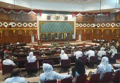 Rapat paripurna penyampaian jawaban Kepala Daerah atas pandangan umum fraksi terhadap Raperda tentang perubahan APBD tahun 2019, di kantor DPRD Provinsi Riau, Rabu (28/8/2019) sore.