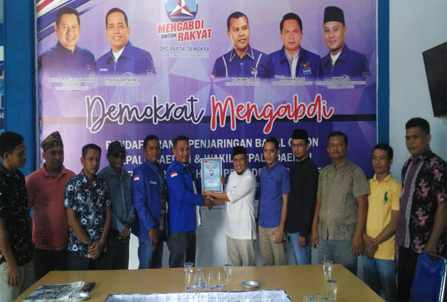 Pengambilan berkas formulir penjaringan di DPC Partai Demokrat Kabupaten Rohul, Rabu (23/10/2019) sore.