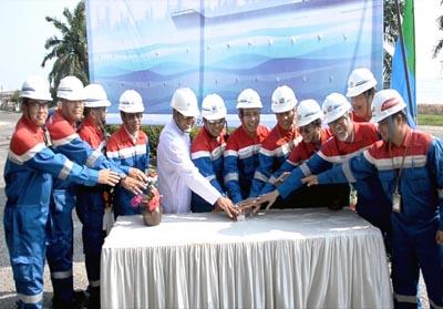 Launching penggunaan perdana Kapal Medium Range (MR) di halaman kantor Oil Movement Kilang RU II Dumai, Senin (29/7).