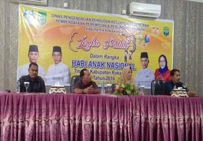 Sekretaris DP2KBP3A Nauli Fitrianti SSTP MSi membuka secara resmi lomba pidato dan Mading dalam rangka Hari Anak Nasional (HAN).
