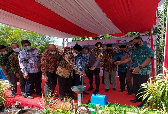 Walikota Dumai H. Zulkifli As M.Si meresmikan aliran air proyek SPAM Kota Dumai Kapasitas 50 Liter/Detik untuk 4.000 SR.