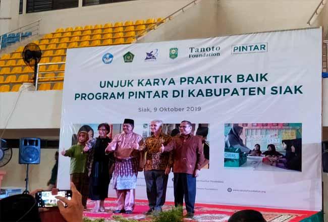 Bupati Siak Alfedri mengapresiasi para kepala sekolah, guru, dan siswa yang menujukkan inovasi hasil pembelajaran di sekolah.