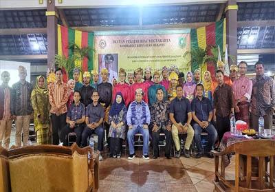 Bupati Kepulauan Meranti Drs H Irwan foto bersama dengan Ikatan Pelajar Riau Yogyakarta Komisariat Kabupaten Kepulauan Meranti (IPRY KKM) Jogjakarta.