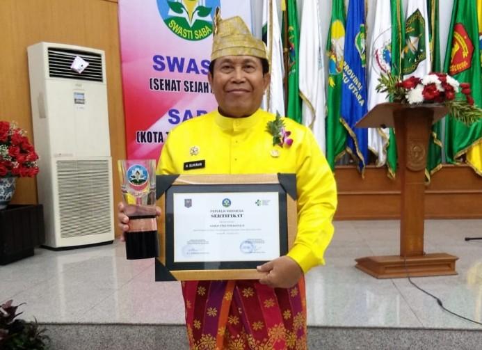 Mewakili Pemkab Rohul, Bupati Sukiman, Menerima piagam  penghargaan sebagai Kota Sehat Swasti Saba Padapa tahun 2019, dari Mendagri dan Menkes.