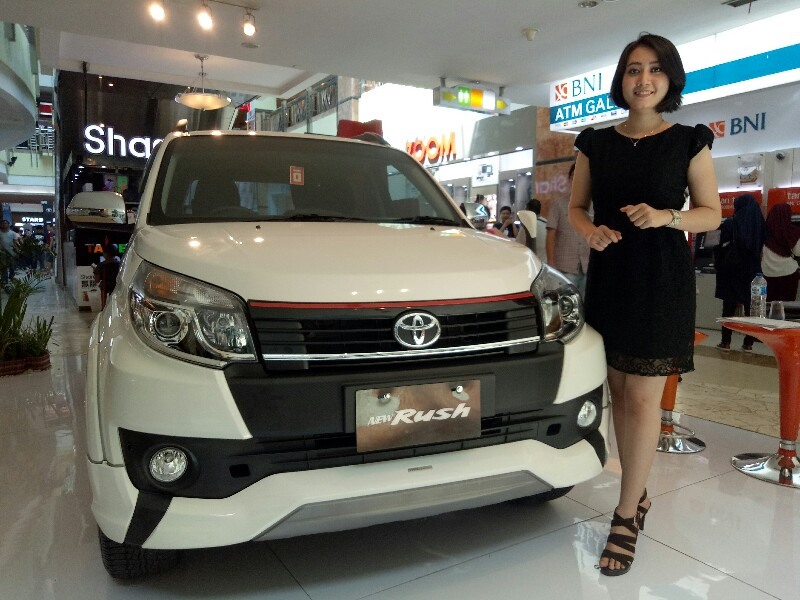 Toyota Expo di Mal Ska Pekanbaru yang memperkenalkan Rush