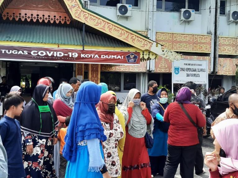 Puluhan PKL Taman Bukit Gelanggang Dumai datangi Dinas Pariwisata sampaikan aspirasi agar dapat berjualan kembali.