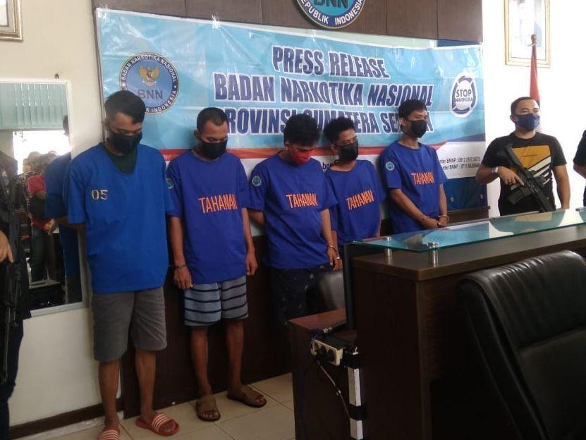 Lima pengedar narkotika jaringan Riau ditangkap BNNP Sumsel pada Rabu 22 Juli 2020 lalu.