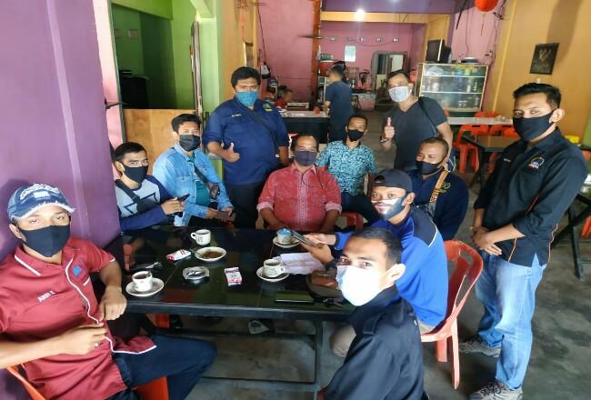 Sejumlah wartawan berkumpul dan sepakat untuk tidak menghadiri undangan KPU.