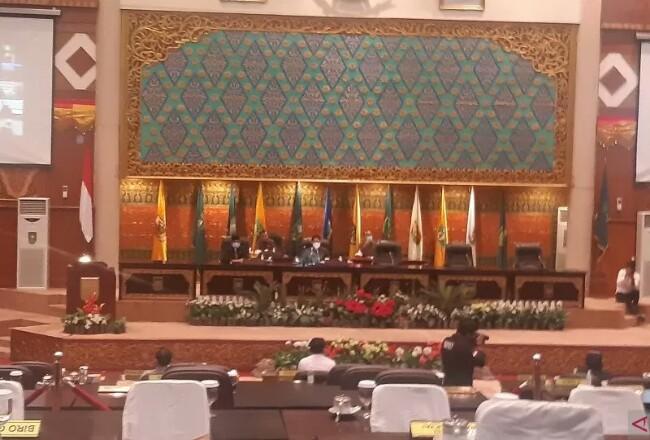 Rapat Paripurna DPRD Riau. Foto: Antara
