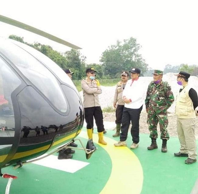 Bupati Siak tinjau titik api dan patroli kondisi kebakaran lahan dengan gunakan helikopter bersama kapolres Siak dan Danramil 03 Siak