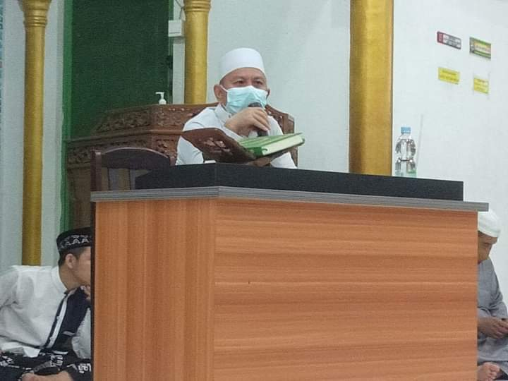 Peringatan Maulid nabi terapkan protokol kesehatan di Masjid Iqra, Perumahan Negeri Bertuah, Kelurahan Perhentian Marpoyan, Pekanbaru.
