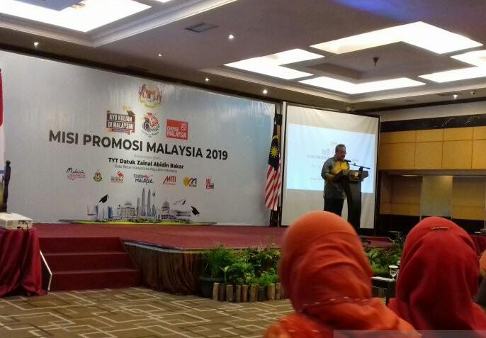 Duta Besar Malaysia untuk Indonesia Datuk Zainal Abidin Bakar saat promosi di Pekanbaru, Jumat (25/10). Foto: Antara