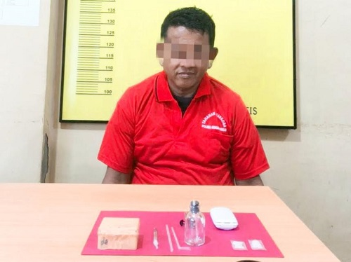 AY ditangkap aparat Polres Rohul karena diduga penyalahgunaan narkoba jenis sabu.